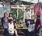 Du khách thưởng thức bữa tối đơn giản cùng gia đình chủ tại homestay Ngó Dâu