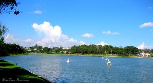 Hồ Xuân Hương buổi sáng