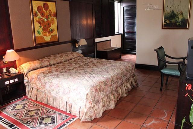 Phòng khách sạn Empress...