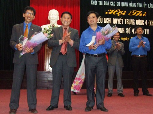 20121113-thi-tim-hieu-nghi-quyet.jpg