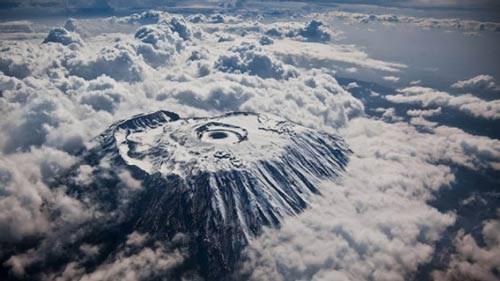 núi Kilimanjaro (Tanzania) nhìn từ trên cao