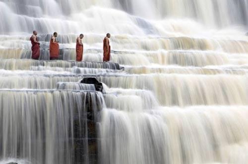 Thác Poungour đổ từ độ cao 40m qua hệ thống đá bậc thang 7 tầng. Pongour là thác nước duy nhất ở Việ