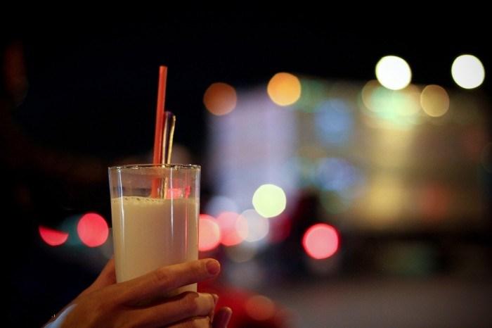 Cái không khí lành lạnh làm ly sữa đơn thuần cũng ấm áp và đậm đà hơn