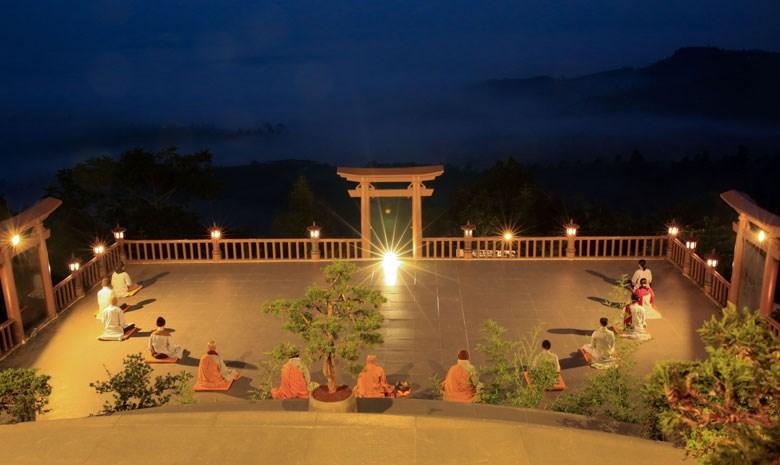 Chờ đón bình minh ở Chùa Linh Quy Pháp Ấn - Bảo Lâm